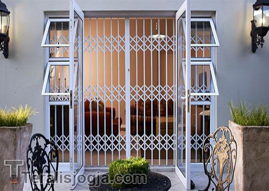 Teralis Pintu Aluminium
