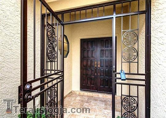 Teralis Pintu Besi