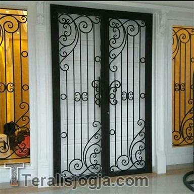 teralis pintu klasik